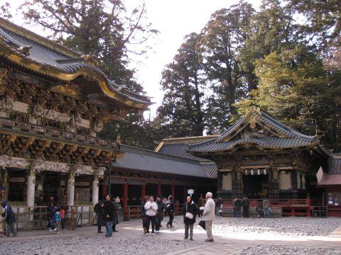 陽明門と神輿舎