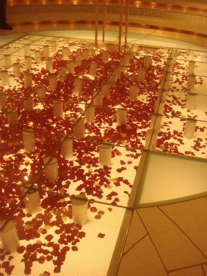 薔薇の花びらバージンロード