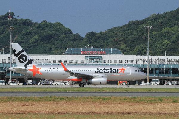 GK A320-232 JA08JJ RJOM 130819 01