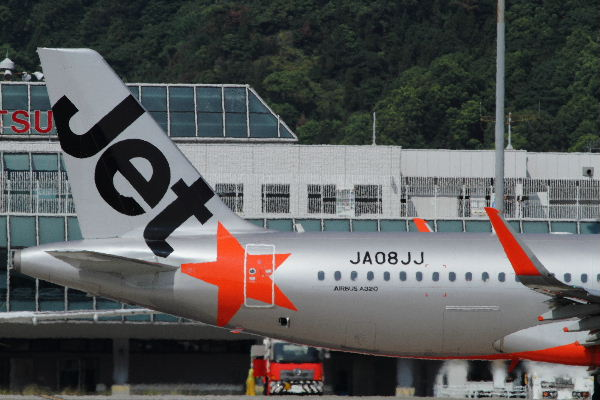 GK A320-232 JA08JJ RJOM 130819 02