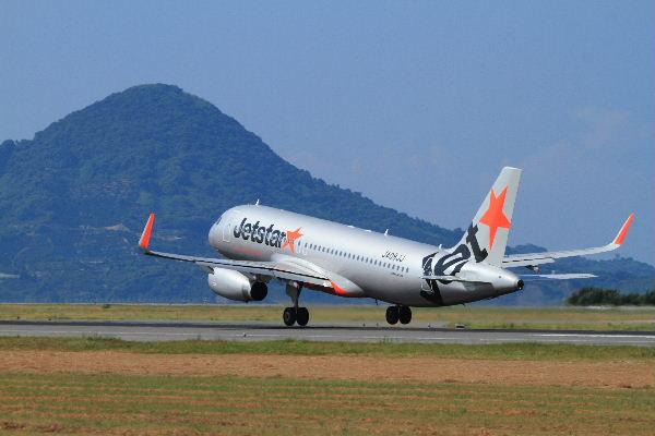 GK A320-232 JA08JJ RJOM 130819 03