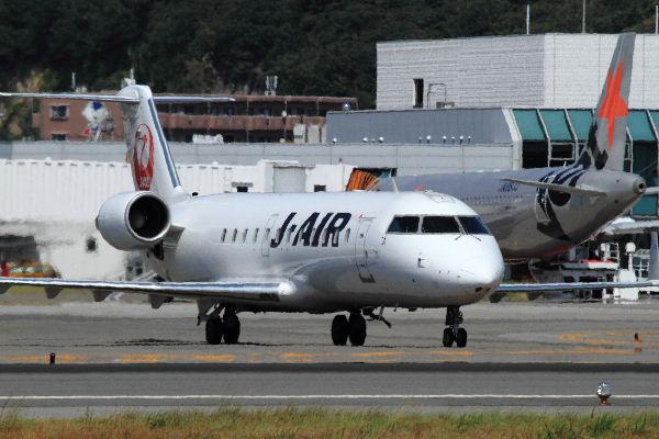 JAIR CRJ-200ER JA201J RJOM 130819 02