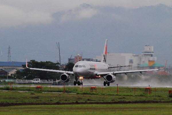 GX A320-232 JA12JJ RJOM 130902 02