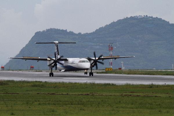 EH DHC-8-402Q JA859A RJOM 130902 01