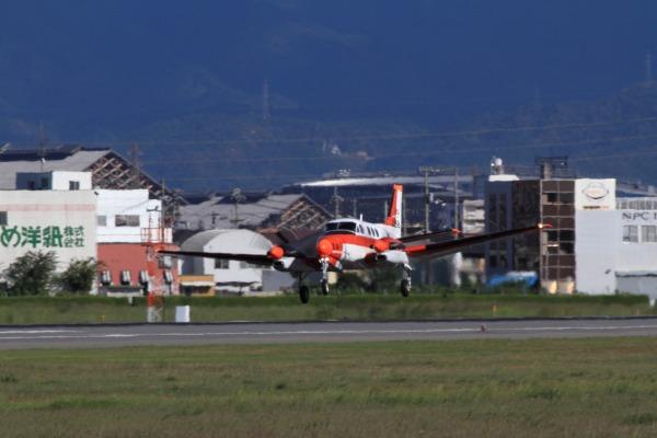 JMSDF TC-90 King Air 6838 RJOM 130926 01