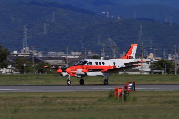 JMSDF TC-90 King Air 6838 RJOM 130926 02