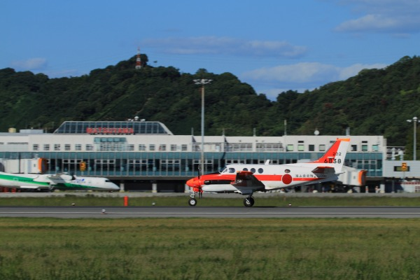 JMSDF TC-90 King Air 6838 RJOM 130926 03