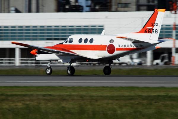 JMSDF TC-90 King Air 6838 RJOM 130926 04