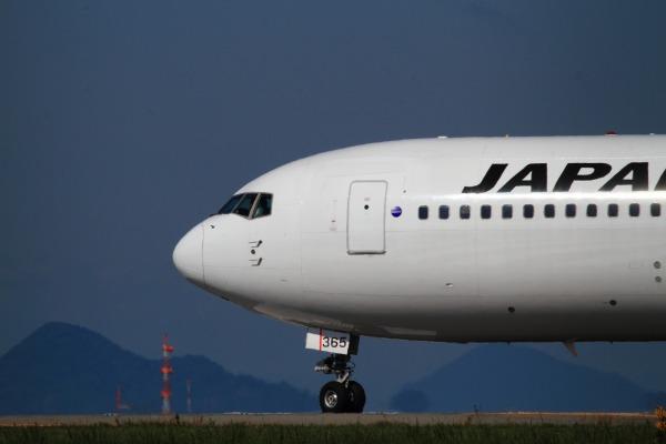 JL B767-346 JA8365 RJOM 131021 023
