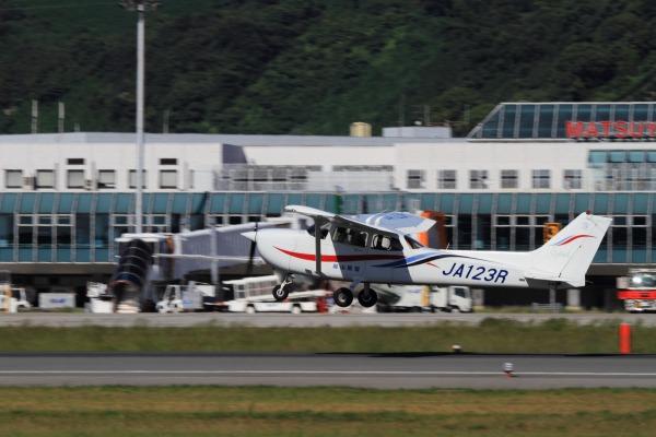 岡山航空 Cessna172R JA123R 130926 01