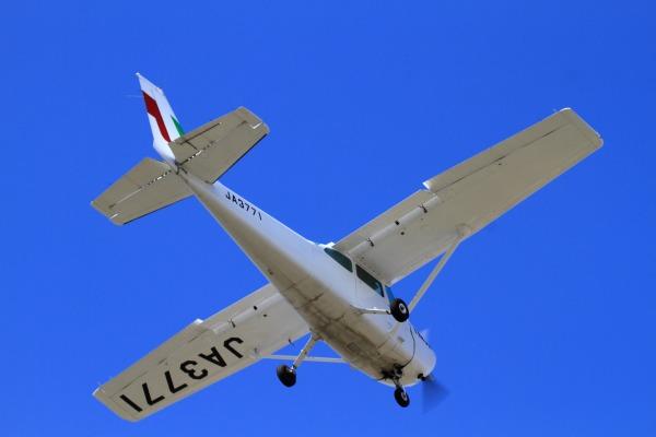 新日本航空 Cessna 172M JA3771 RJOM 130926 01