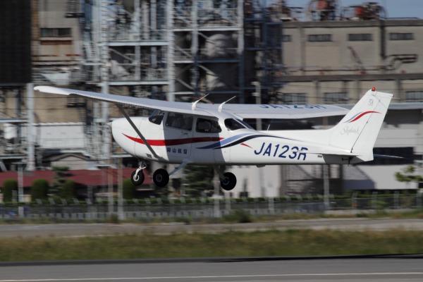 岡山航空 Cessna172R JA123R 130926 02