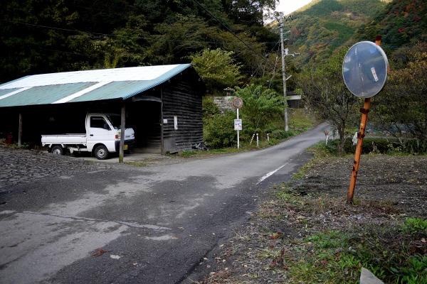 松瀬川・水越地区篠森神社への入口 131116 01
