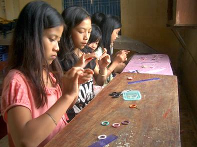 ベトナム子供作業web