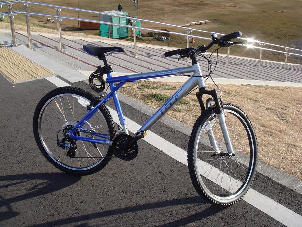 自転車の 自転車 軽い 早い : やすらぎ:2010年 GT ア ...