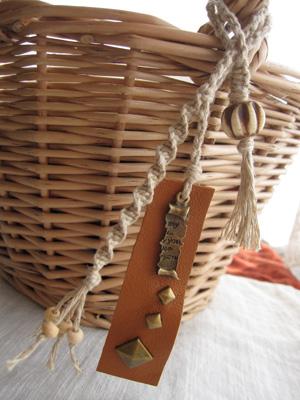 ヘンプ&革のバッグチャーム