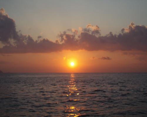 米水津湾の朝日