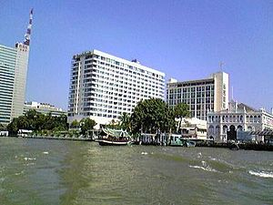 300px-The_Oriental_Bangkok_from_boat.jpg