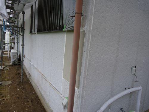 塗装・犬走り施工前、壁一部修復