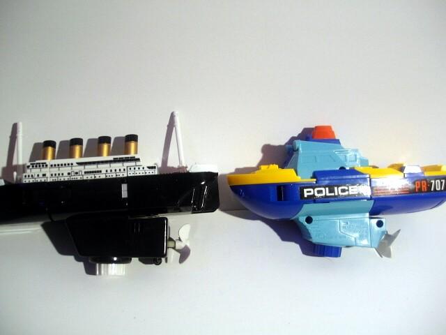 タイタニックボットとパトローラーロボット