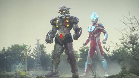 ジャンナイン(左)とウルトラマンギンガ