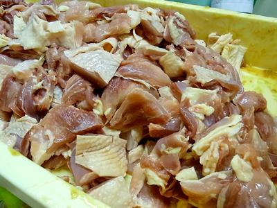 比内地鶏の肉が山盛り!