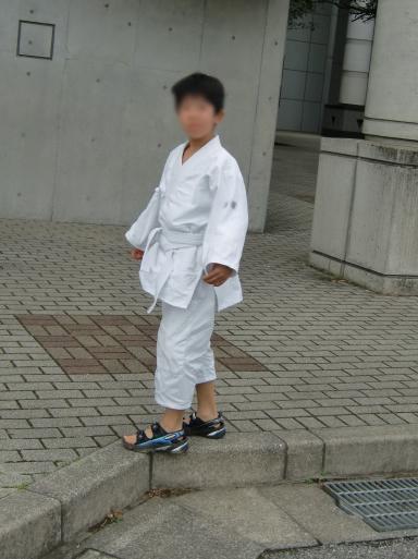 甥っ子の道着姿、なかなか決まってる。