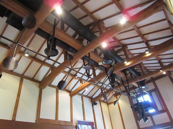 天井はこんな感じ、広々~