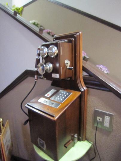 公衆電話、今でも使えます。