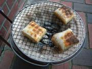 玄米餅を焼く