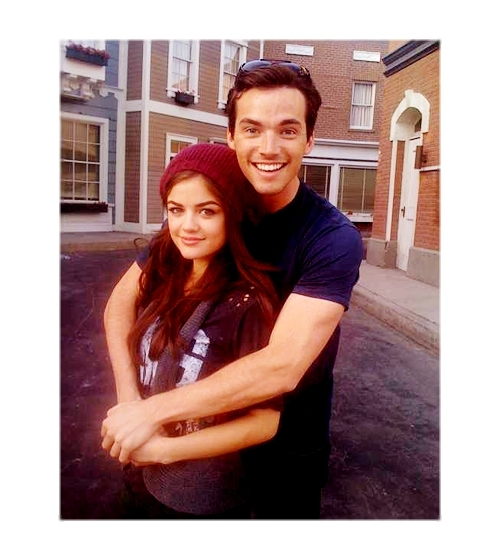 Ian-Harding-Lucy-Hale-pretty-little-liars-tv-show-13723530-500-560.jpg