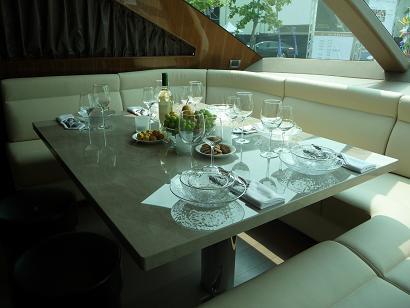 テーブル 3