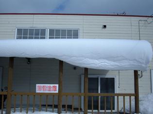 屋根の雪正面