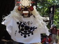 11_P7180108_しし踊り拝殿前1