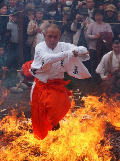 満福寺火渡り