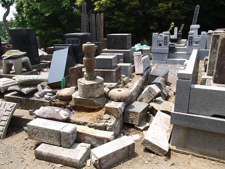 026 墓石倒壊