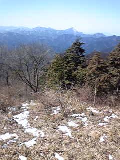 山頂から武甲山方面を望む