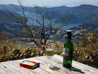 丸岳山頂にてワインブレイク