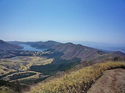 丸岳山頂からはアップダウンを繰り返しながら芦ノ湖へ下ります