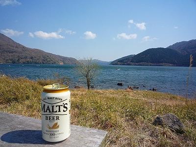 芦ノ湖を眺めながら「乾杯!」