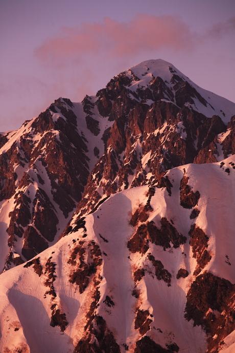 夕日を浴びる剣岳