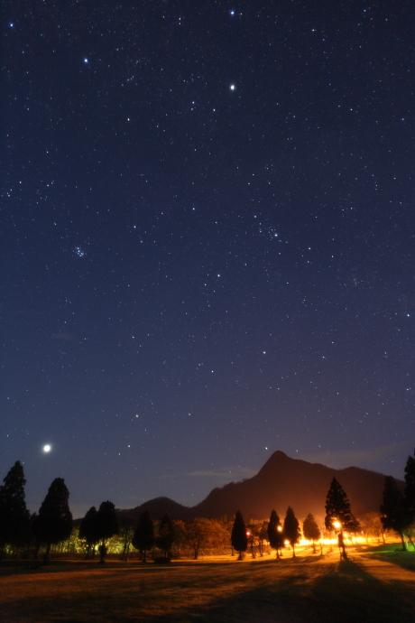 烏ヶ山と星空