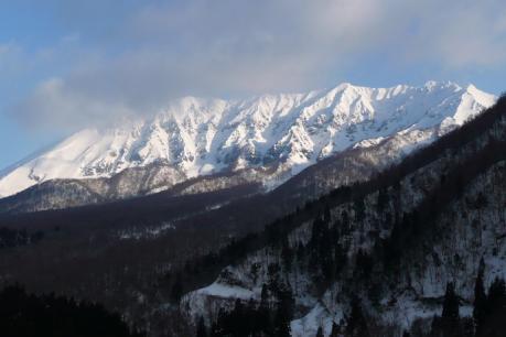 大山南壁遠景