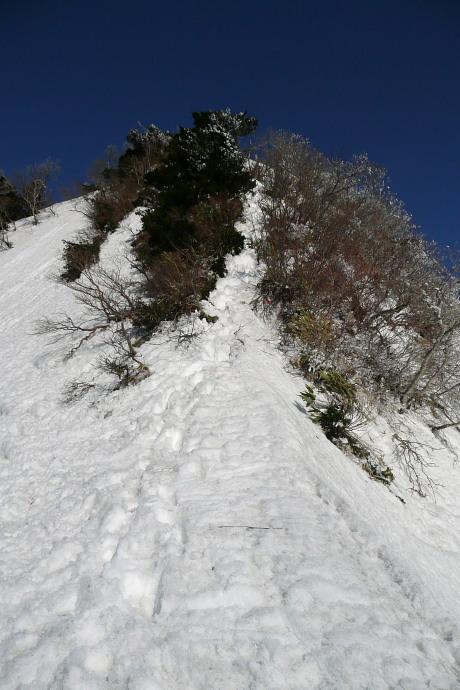 急傾斜の壁