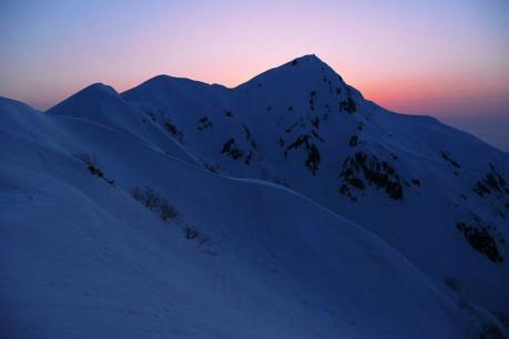 夕暮れの奥大日岳