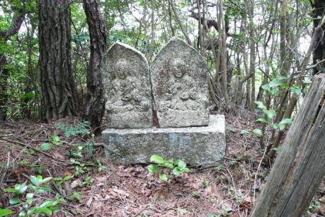 登山道脇の石仏