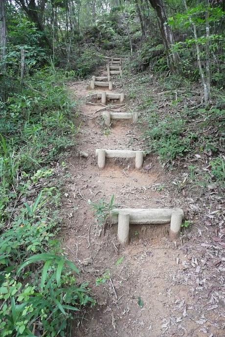 鬼ノ城北門への階段