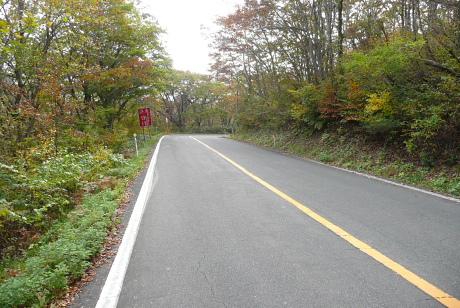 鏡ヶ成への道
