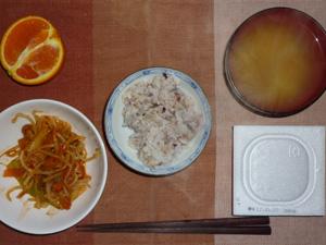 胚芽押麦入り五穀米,納豆,もやしとキャベツの蒸し炒めトマトソース和え,ジャガイモのおみそ汁,オレンジ