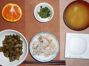 胚芽押麦入り五穀米,納豆,茄子の炒め物,ほうれん草の胡麻和え,ジャガイモのみそ汁,オレンジ